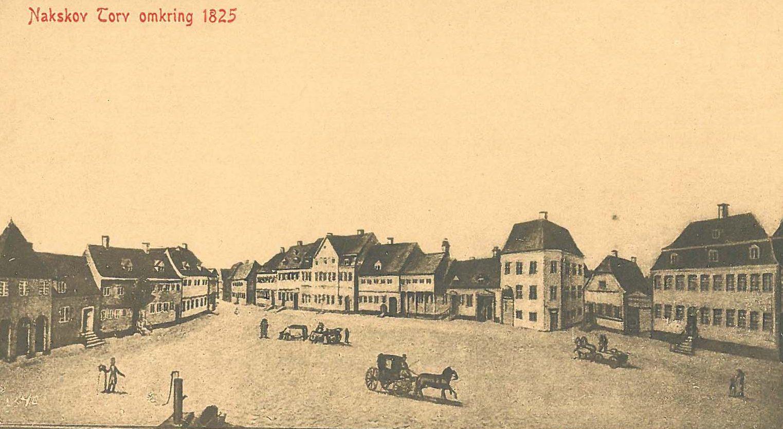 Købmandsgården ses til højre.