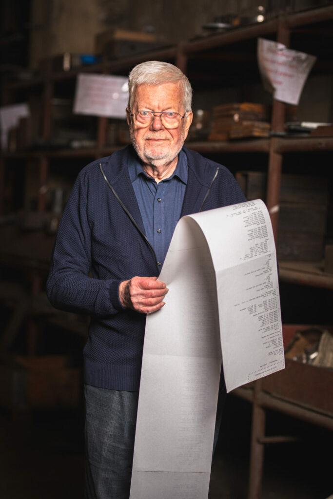 John Christensen med papir i endeløse baner