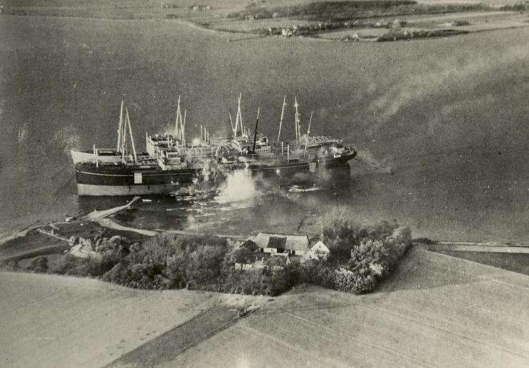 De tre skibe angribes i maj 1945