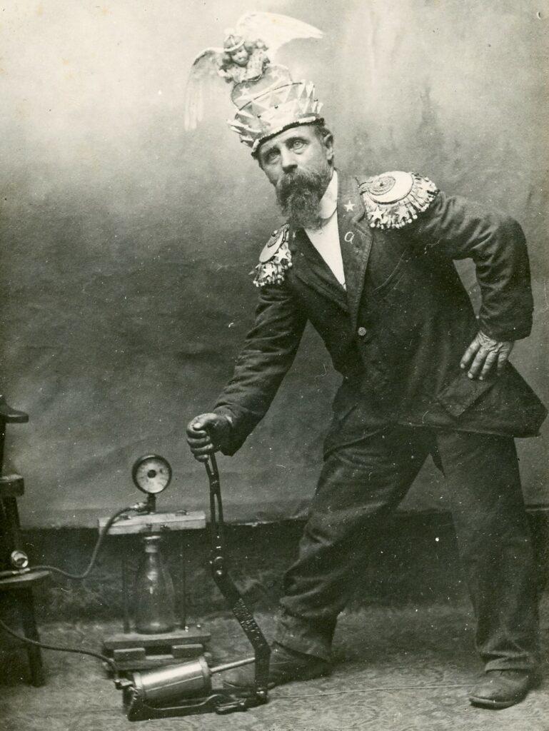 Himmelmesteren med en maskine ca. 1920-1935