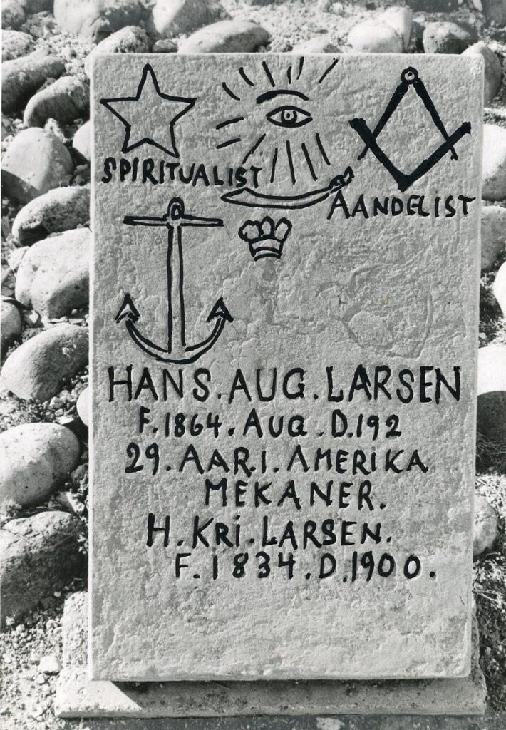 Hans Augst Larsens hjemmelavede gravsten