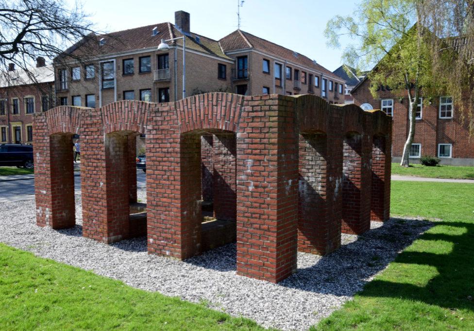 Monument i røde mursten